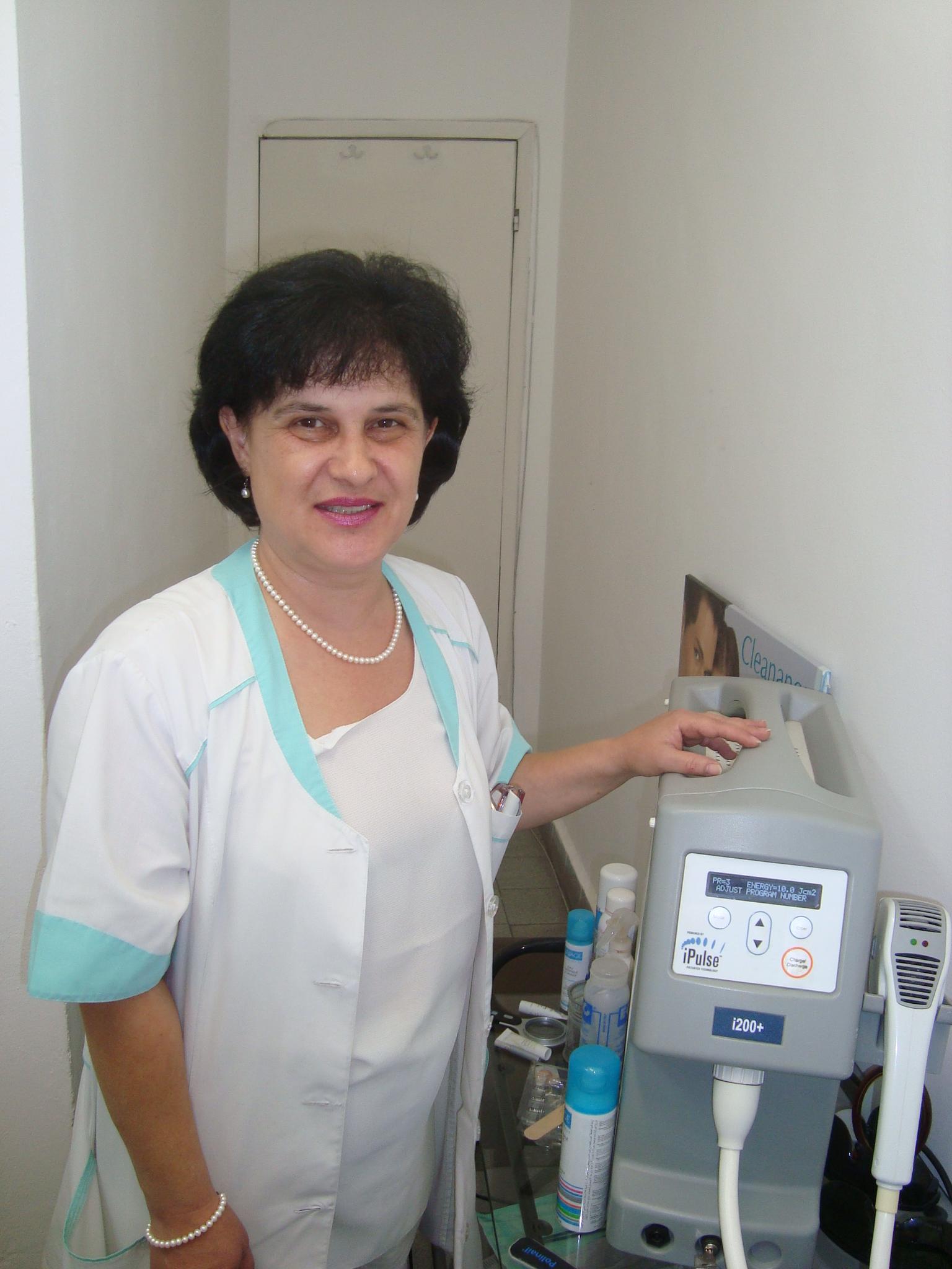 д-р Камелия Вековска